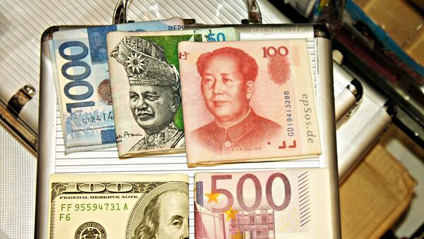 Chinese yuan toghether with other currencies - the dollar, the euro, the Malaysian ringgit and the Indonesian rupiah. - Sputnik Таджикистан